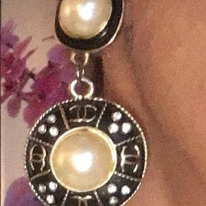 Vintage CHANEL Pearl Dangling Earrings